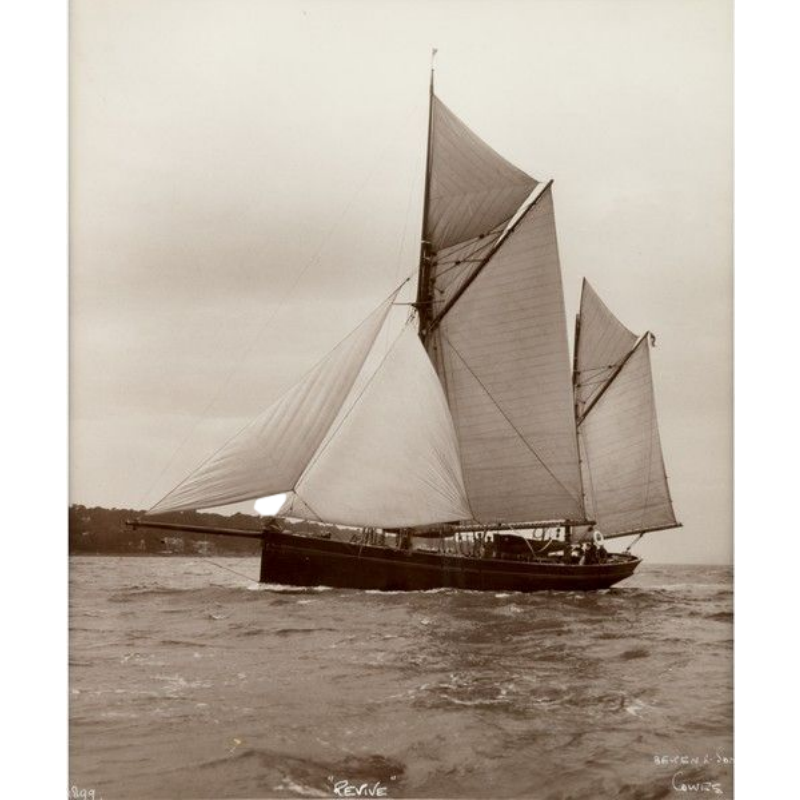 Early silver gelatin photographic print by Beken of Cowes – Yacht Revive